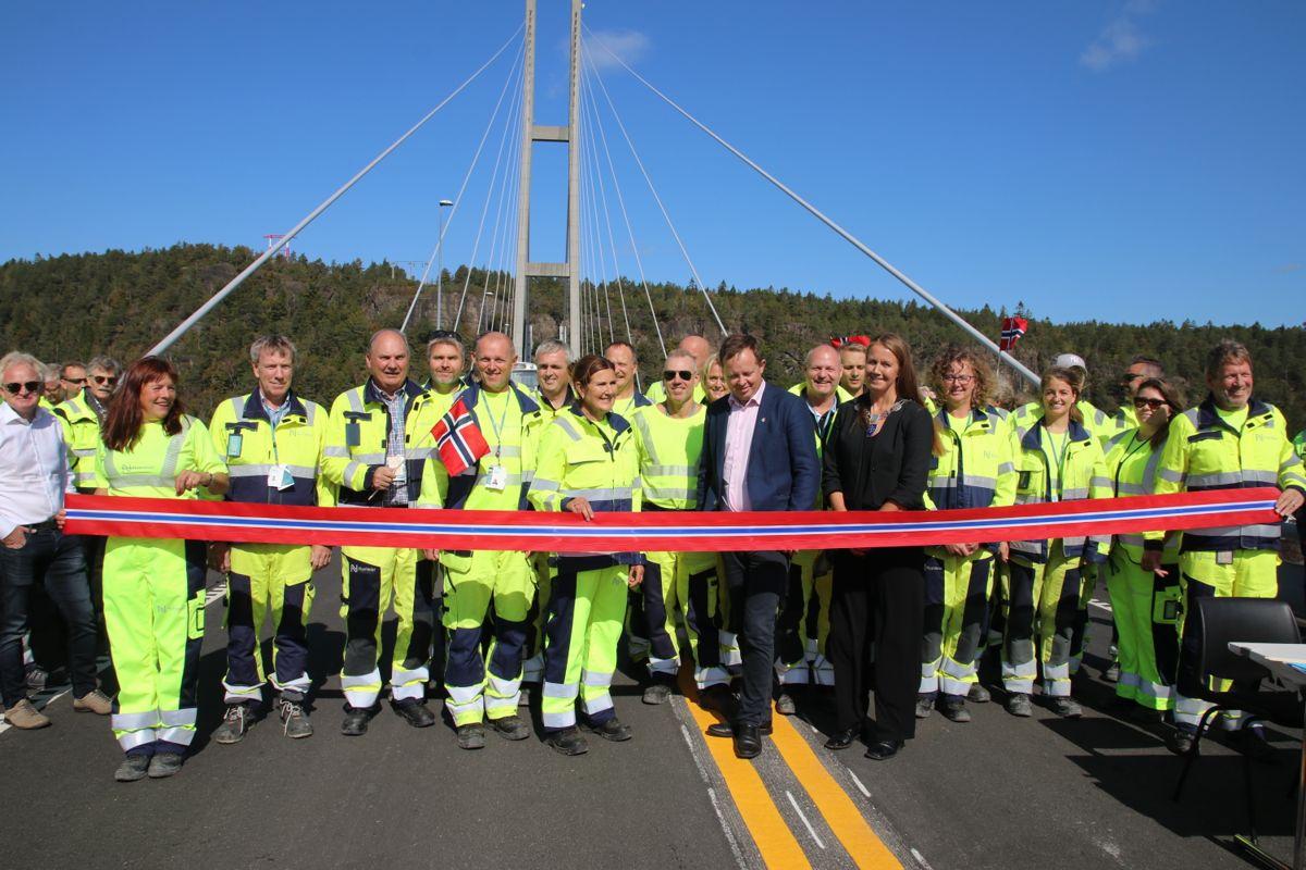 Mange av de involverte fra prosjektet deltok på åpningen fredag.