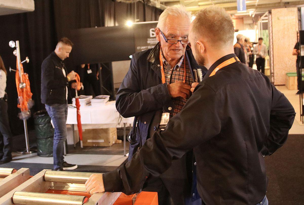 Trond Mohn besøkte messen torsdag. her i samtale med Liftrollers Ivar Ole Wiik.