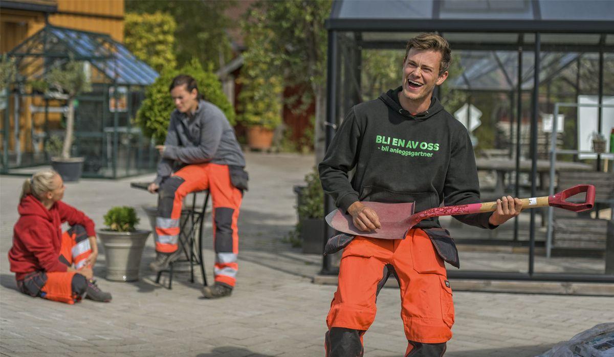 Det er et stort behov for flere anleggsgartnere, og med kampanjen Jobbute.no satses det på å øke rekrutteringen til faget. Foto: Jon Erik Andersen/Fogra.