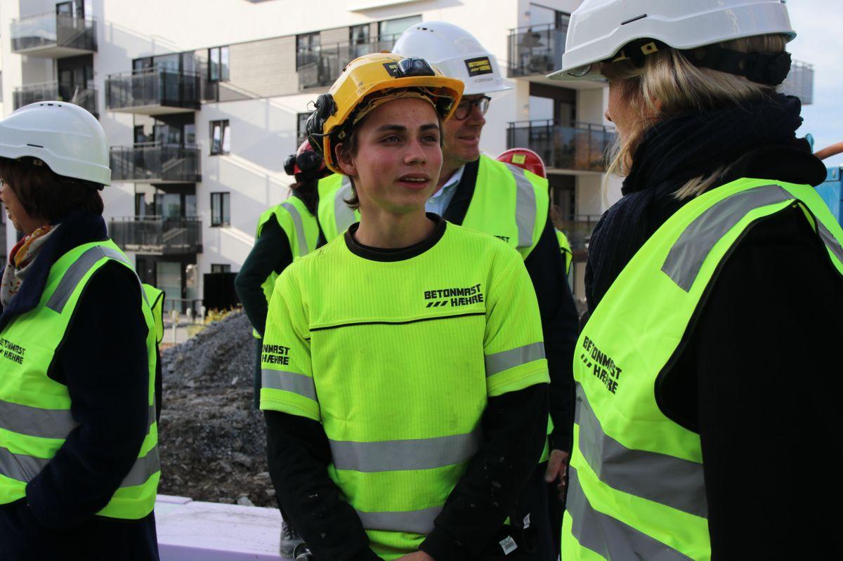 <p>Hans Yoan Krydsby (19) er lærling i Betonmast. Han stortrives i byggenæringen etter først å ha valgt feil studieretning på vidergående.</p>