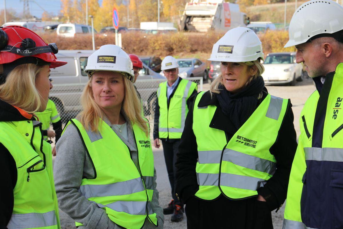 Statsråd Anniken Hauglie (H) sammen med EBA-sjef Kari Sandberg.