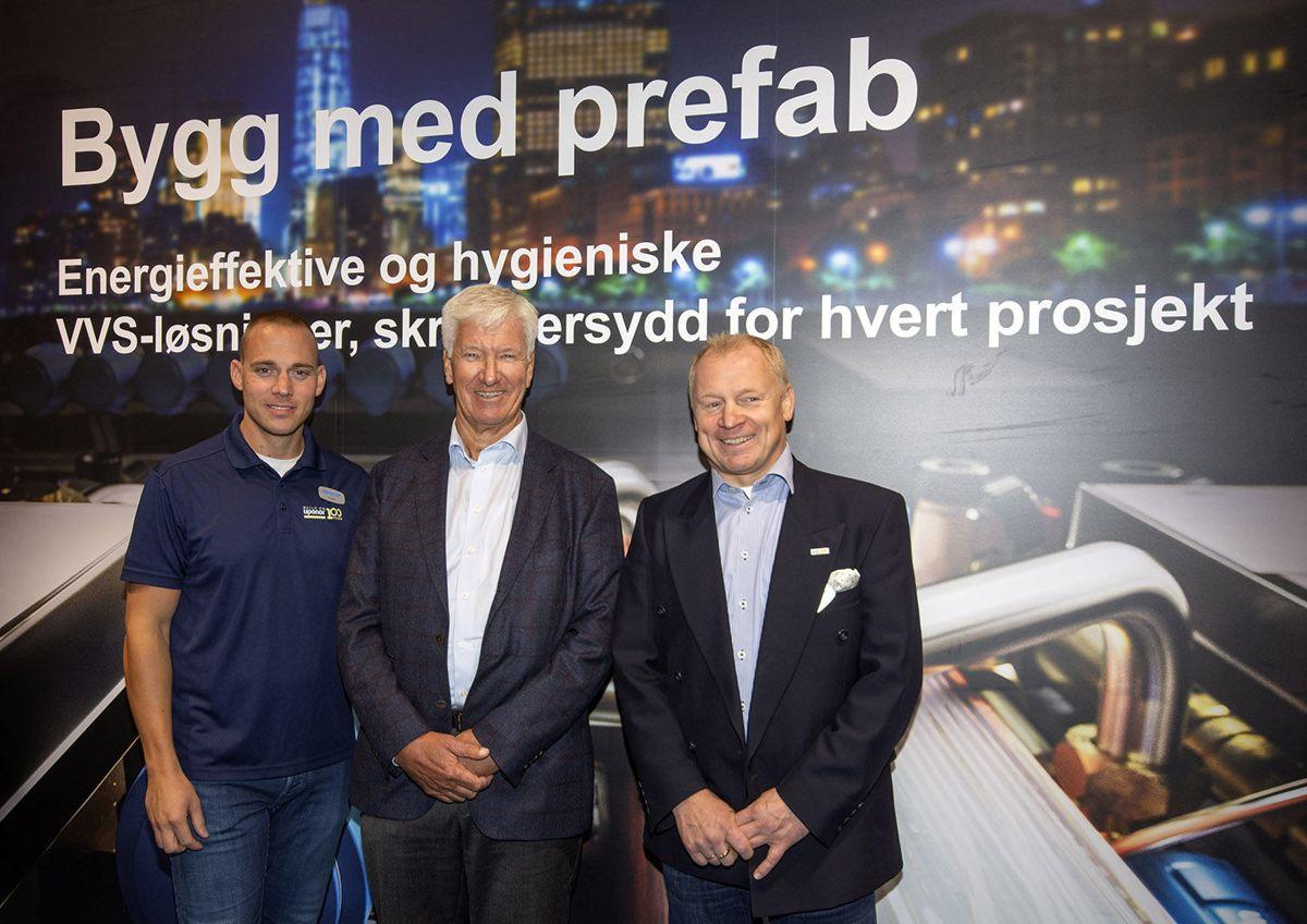 Fin samling på Uponors stand, med gründer Tor Brønn mellom salgs- og markedssjef Kristian Langebeck og adm. dir. Petter Vang.