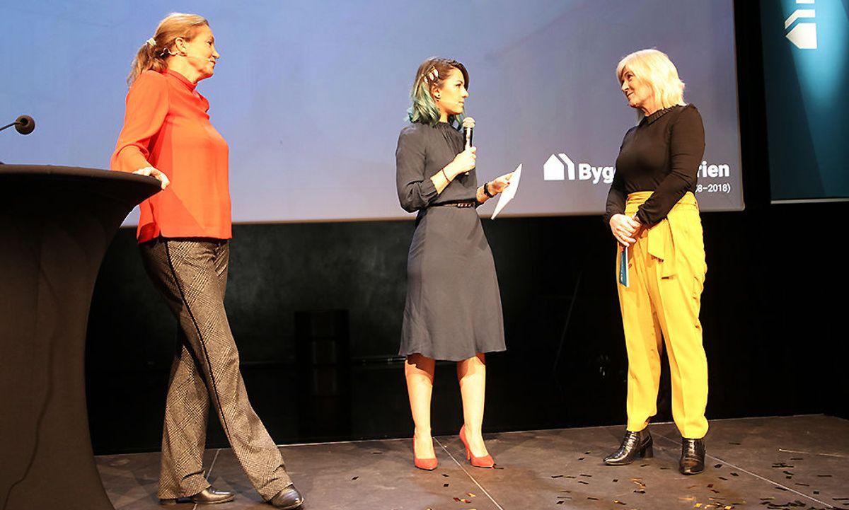 Alexandra Bech Gjørv, konsernsjef i SINTEF, konferansier Selda Ekiz og Veslemøy Nestvold, markeds- og kommunikasjonssjef i SINTEF/daglig leder i Byggforskserien.