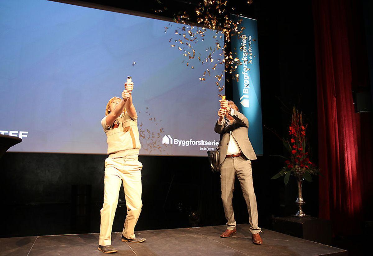 Byggmester Solness vs Erasmus Montanus. Per Egil Aske og Jan Gunnar Røise, skuespillere ved Nationaltheateret, ønsket deltakerne på feiringen velkommen.
