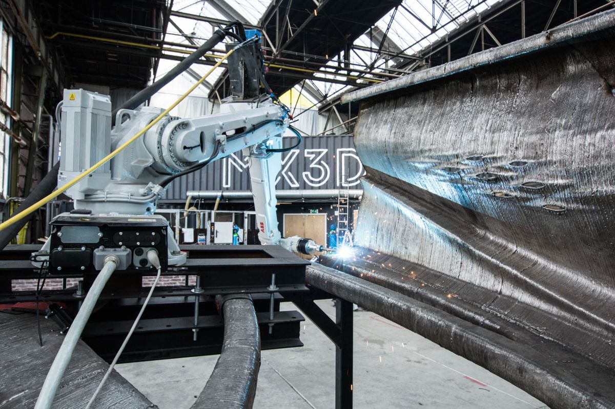 3D-printet stålbru under konstruksjon i Amsterdam. Foto: mx3d.com