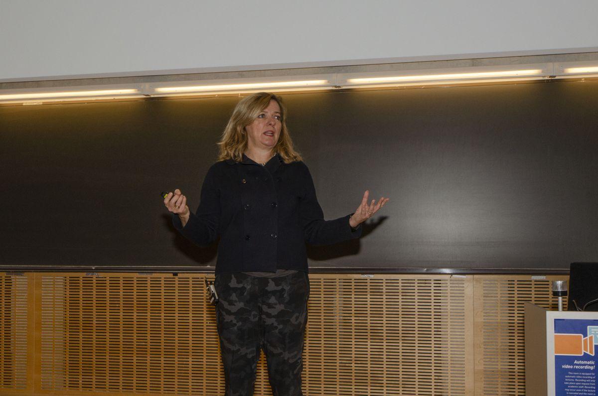 Jernbanedirektør Kirsti Slotsvik snakket om samhandling i nye og kommende jernbaneprosjekter i Norge.
