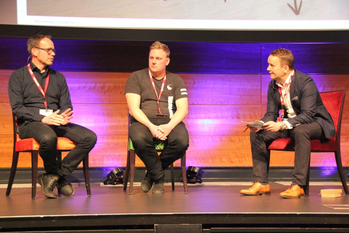 Tom Ivar Myhre, direktør bærekraft i Backe og Kenneth Olderøien, HVO Backe i samtale med konferansier Per Anders Muri.
