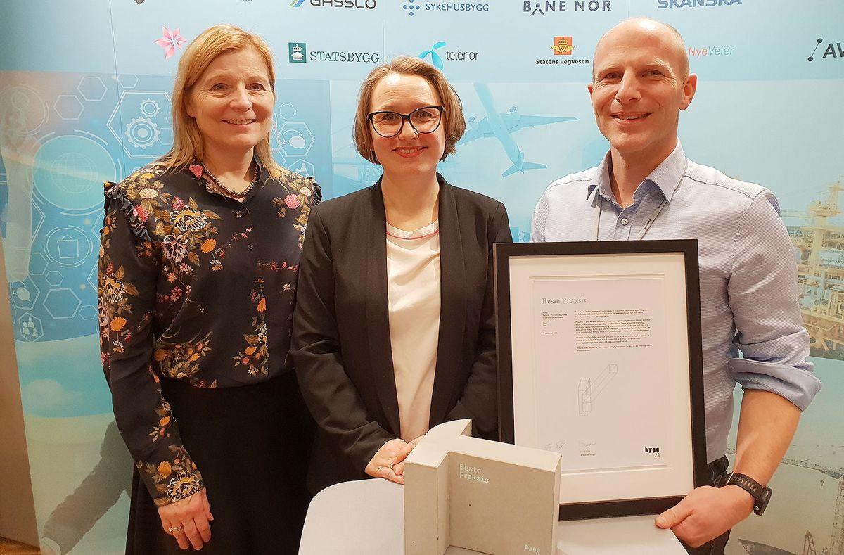 Ingrid Stange (f.v.) (Drøbak Montesorri skole), Ellen Heier (Snøhetta) og Peder Lunde (Skanska).