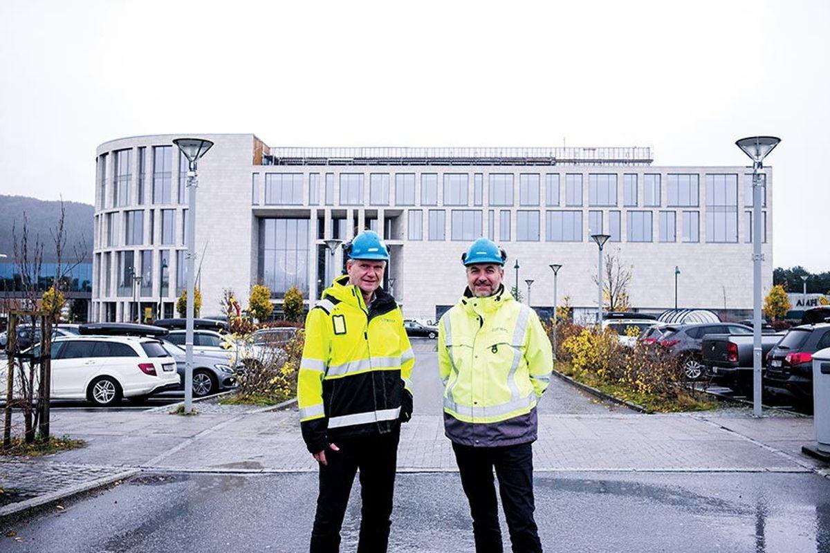 Geir Garte, prosjektleder i utbyggingsavdelingen i Olav Thon Gruppen (t.v.), og Frode Frøyen, daglig leder i totalentreprenør Consto Nordvest.