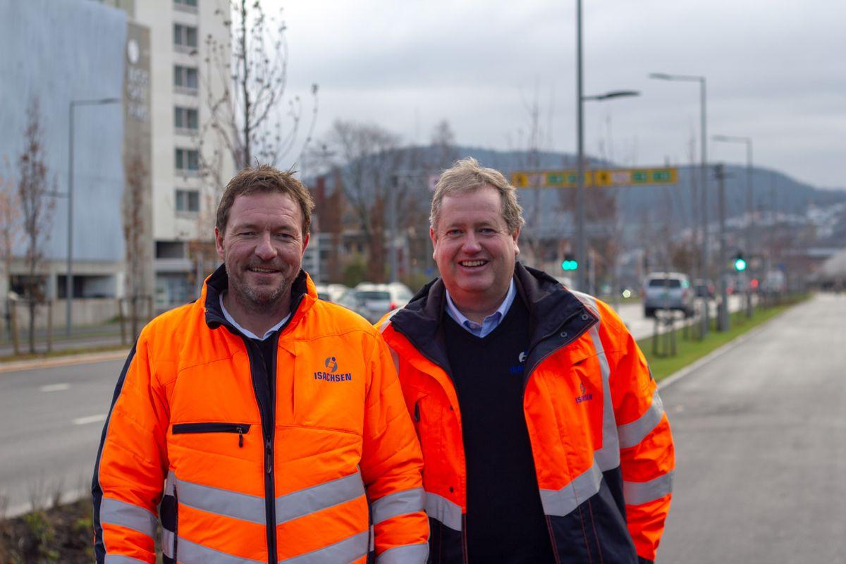 Fornøyde med å levere et halvt år før tida. F.v.: Nils Smetbak, daglig leder, og Roger Kjenås, prosjektsjef i Isachsen Anlegg.