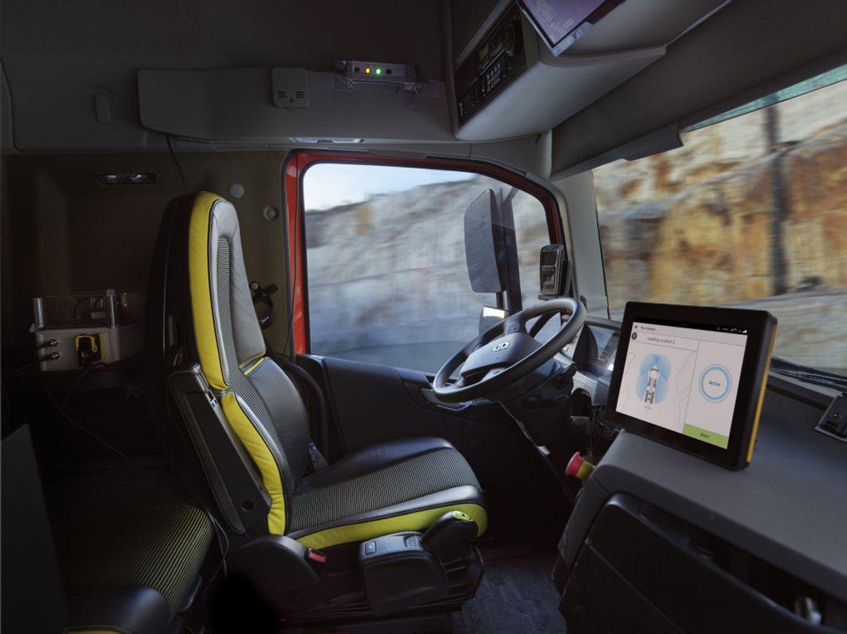 Kjøretøyene er helt selvkjørende og betjenes utenfra av hjullasteroperatøren.