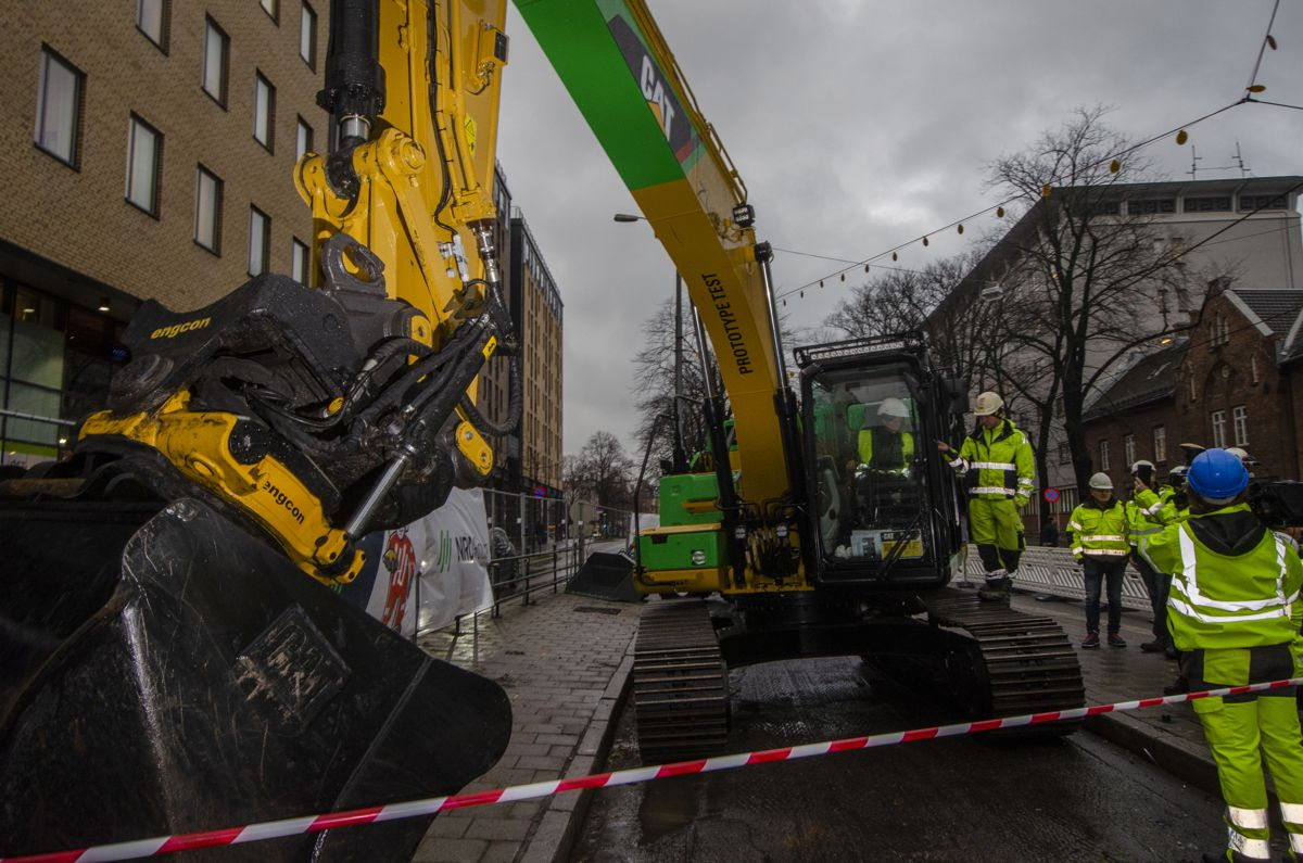 Miljø- og samferdselsbyråd i Oslo kommune, Lan Marie Nguyen Berg (MDG) tok første fossilfrie spadetak på nye Storgata.