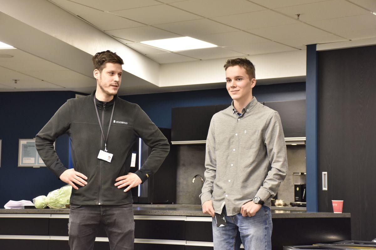 Lærlingene Jonas Fritzøe Hovdenak og Andreas Resvoll forteller at de trives som lærlinger i Statsbygg.