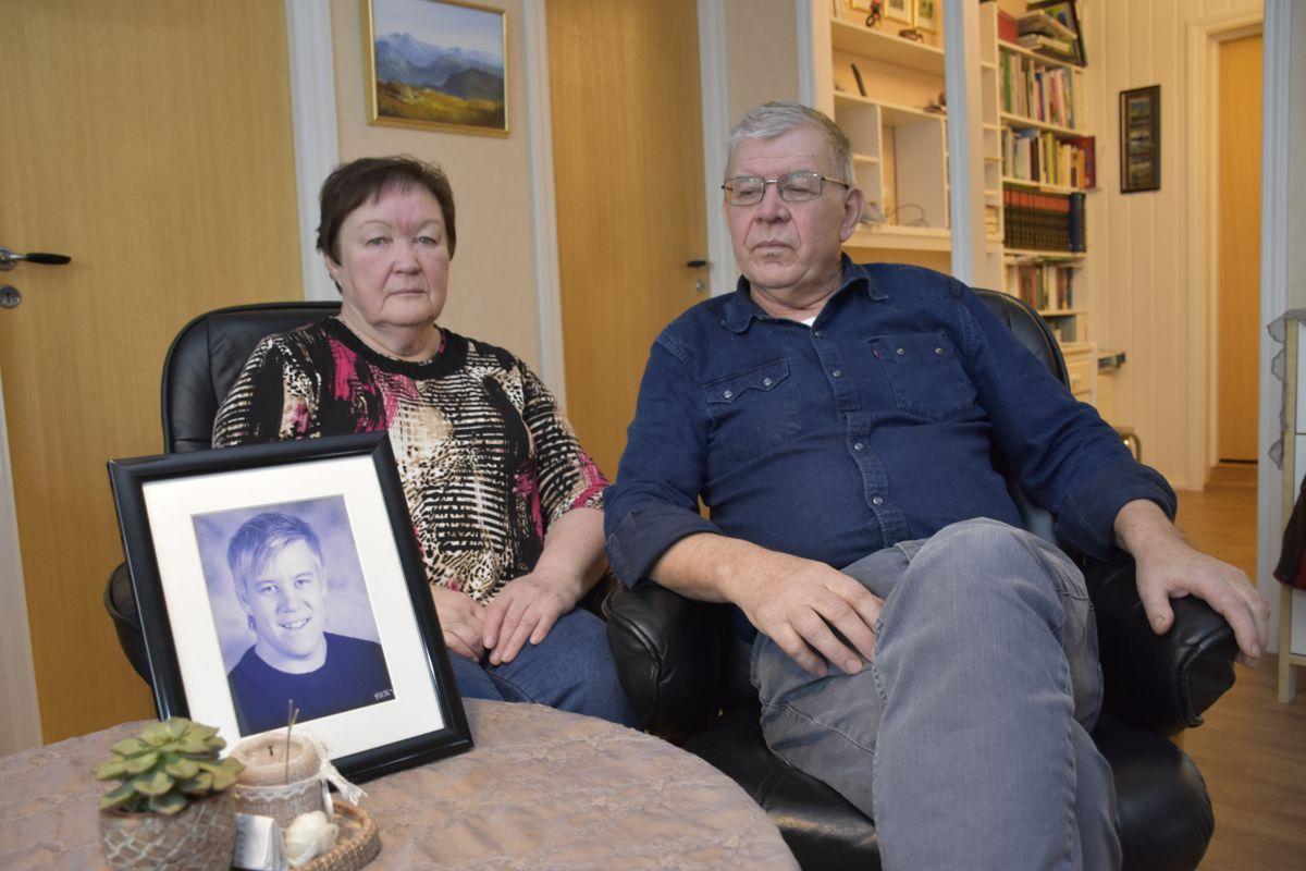 <p>Øystein og Marit Angelskår mistet sønnen Steinar i en arbeidsulykke i 2013.</p>