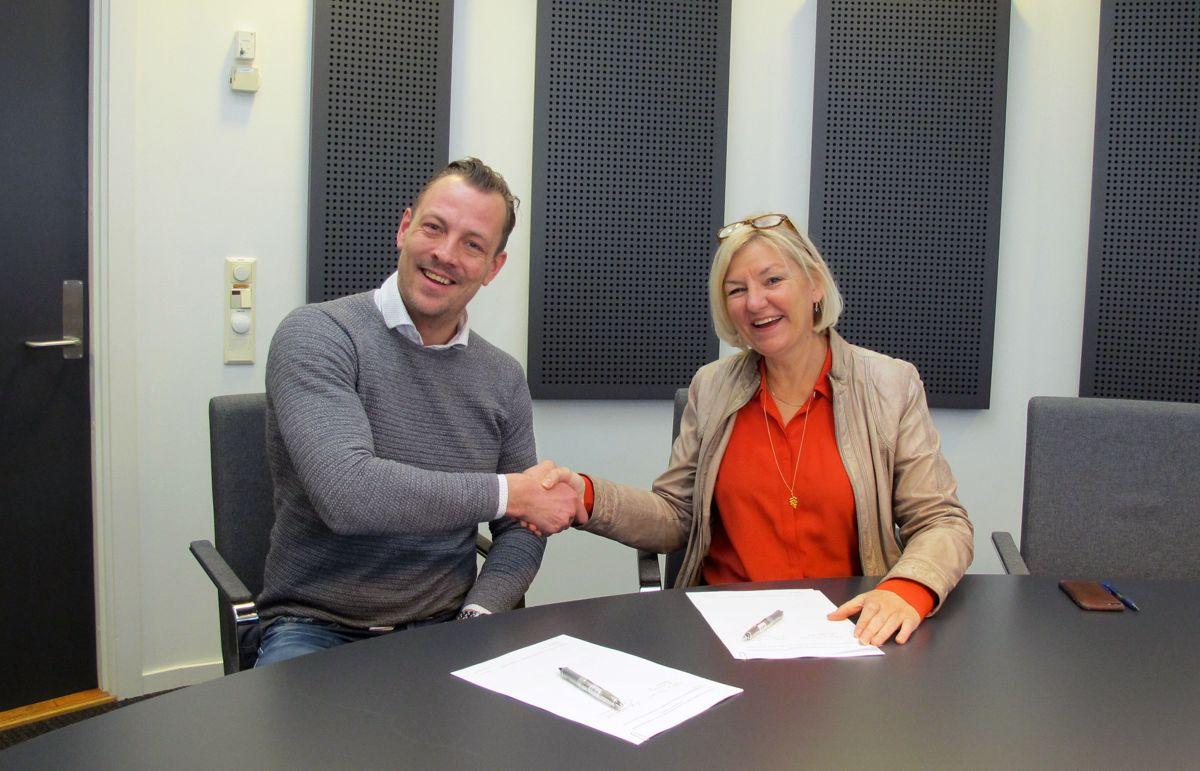 Tore Børresen, daglig leder i Corigo, og Eli Grimsby, direktør i Kultur- og idrettsbygg. Foto: Kultur- og idrettsbygg