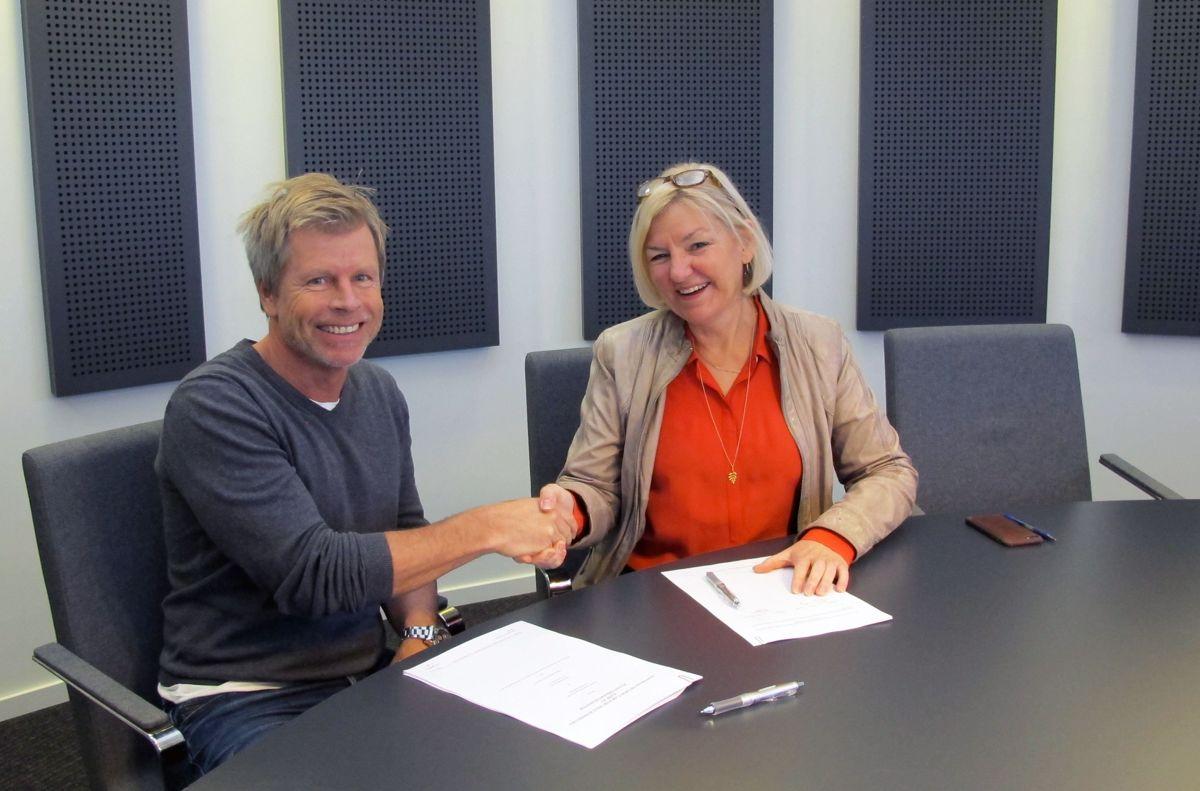 Tom Hjorth daglig leder i Olaf E. Eriksen, og Eli Grimsby, direktør i Kultur- og idrettsbygg. Foto: Kultur- og idrettsbygg