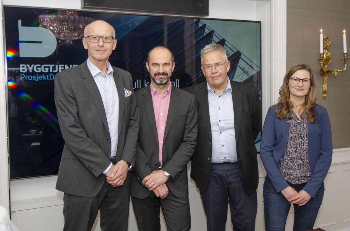 Administrerende direktør Halvard Gavelstad (fra venstre, avdelingsleder for BIM, Rupert Hanna og styreleder Jon Karlsen i Byggtjeneste med Sofie Sarre Ramstad i EcoOnline.
