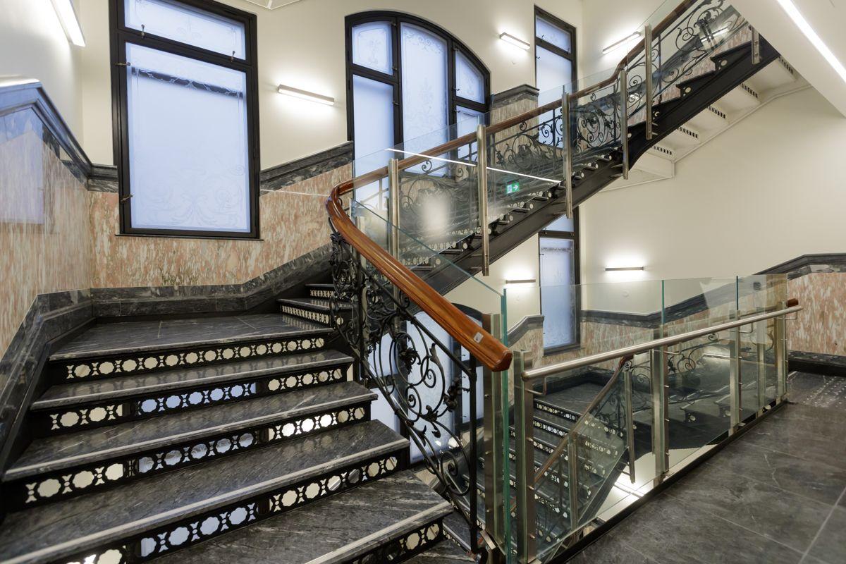 Den gamle trappen i Stortingets nye lokaler i Prinsens gate 26 er Restaurert. Bygget skal tas i bruk i midten av januar. Foto: Cornelius Poppe / NTB scanpix