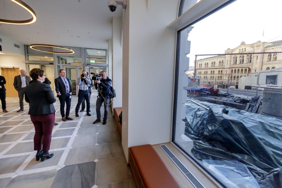 Stortingspresident Tone Wilhelmsen holdt fredag omvisning for pressen i de nye lokalene. Foto: Cornelius Poppe / NTB scanpix