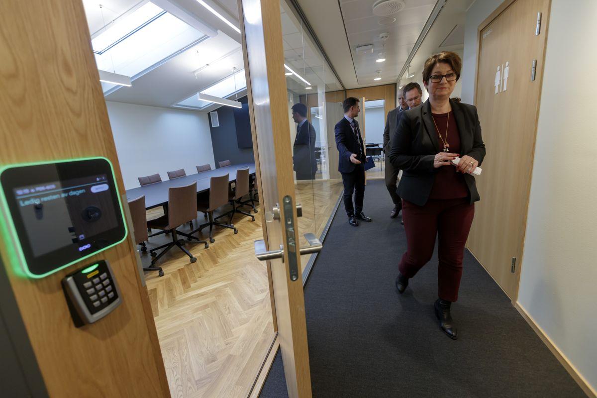 Stortingspresident Tone Wilhelmsen Trøen holder omvisning for mediene i Stortingets nye lokaler. Foto: Cornelius Poppe / NTB scanpix