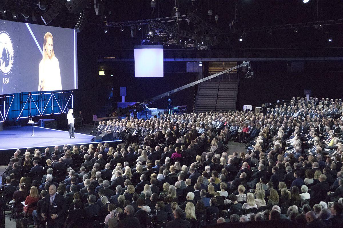 <p>Hele Norges maktelite fyller opp Oslo Spektrum onsdag. En video om suksesshistorien Mapei fra Nord-Odal startet NHOs årskoferanse. Foto: Arve Brekkhus</p>