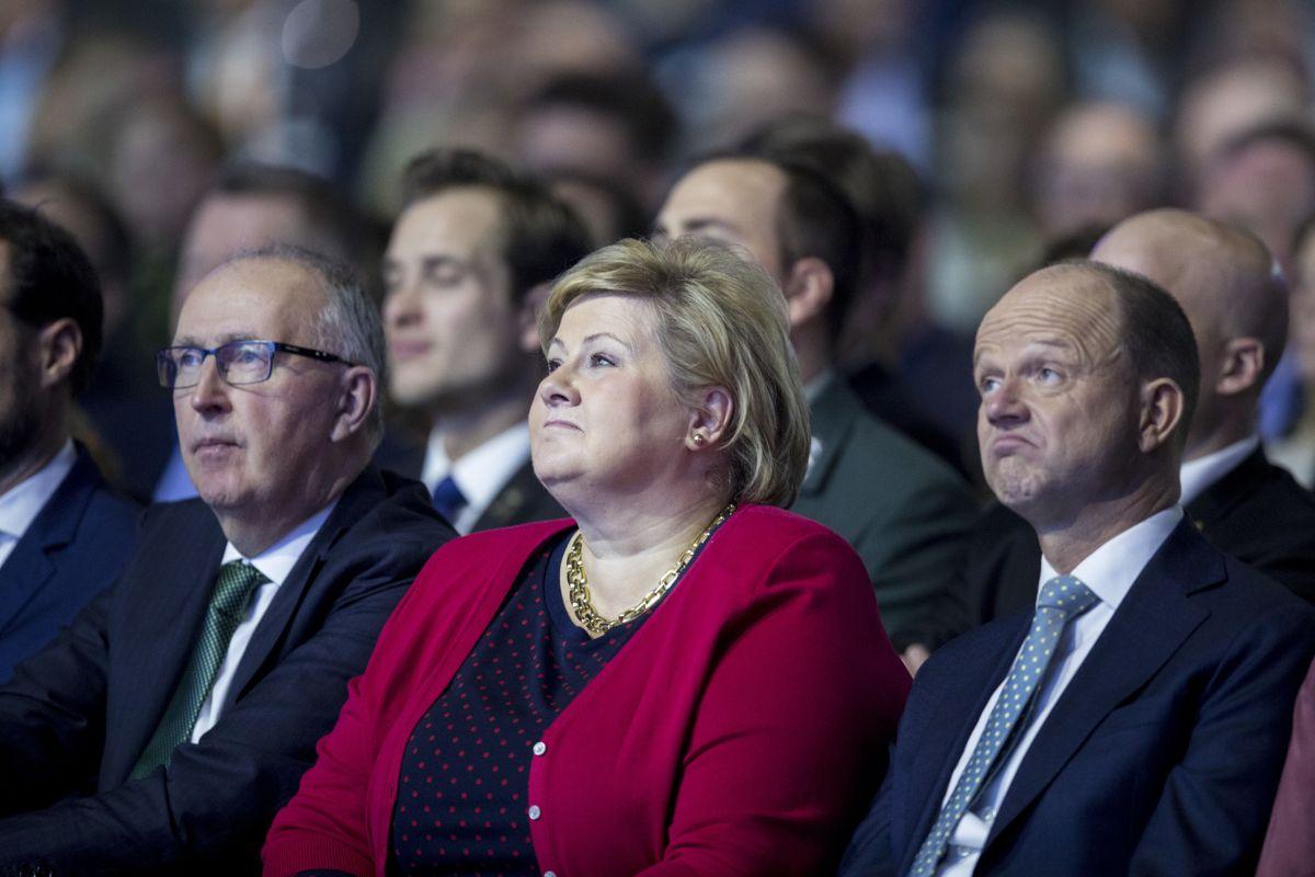 <p>Statsminister Erna Solberg sammen Arvid Moss - president i NHO og Ole Erik Almlid - sjef i NHO på NHOs årskonferanse, 2019. Foto: Vidar Ruud / NTB scanpix</p>