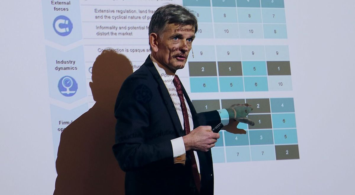 Simen Vier Simensen fortalte om funnene fra Produktivitetskommisjonen.