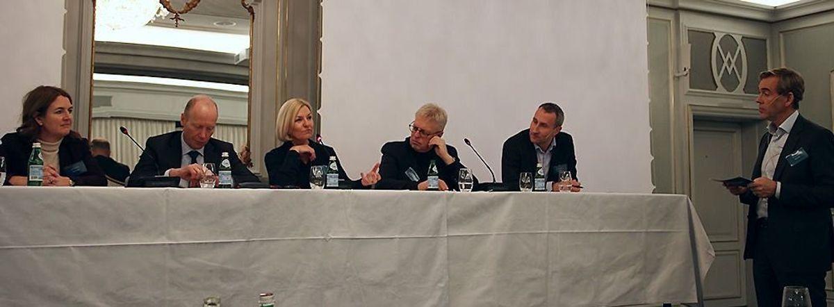 Det ble arrangert i paneldebatt på lanseringsseminaret, f.v: Grete Aspelund (Sweco), Thor Arne Aass (Justis- og beredskapsdepartementet), Eli Grimsby (Kultur- og idrettsbygg Oslo KF), Stein Kinserdal (Sykehuset i Vestfold) og Ståle Rød (Skanska Norge).