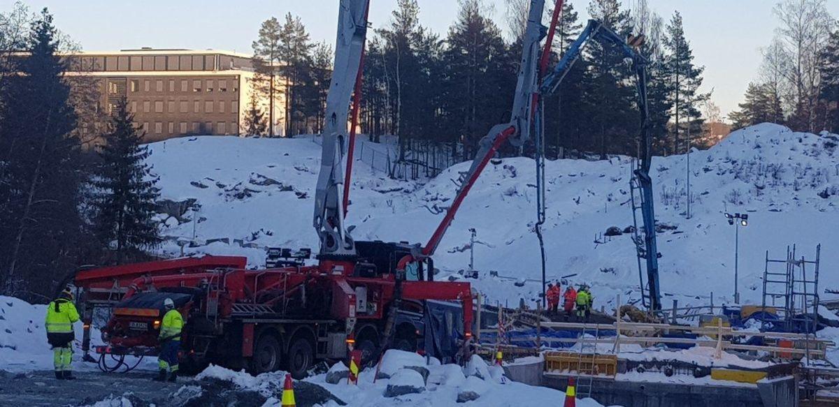110 kubikk betong gikk med til gangbrua. Foto: Alexander Ø Johansen