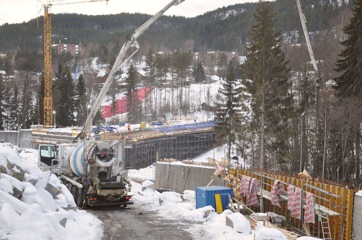 50 meter lange Sedillkbekken gangbru ble støpt torsdag. Foto: Kjell Wold/Statens vegvesen