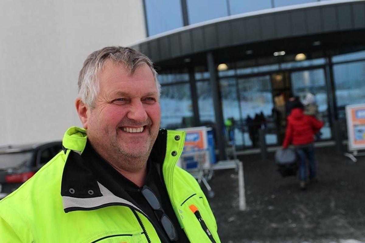 Anleggsleder Arne Brenden i Evensen & Evensen har fulgt entreprenørselskapets Biltema-prosjekter på Lillehammer og Gjøvik, og er nå på plass under byggingen av Biltema Vinstra.
