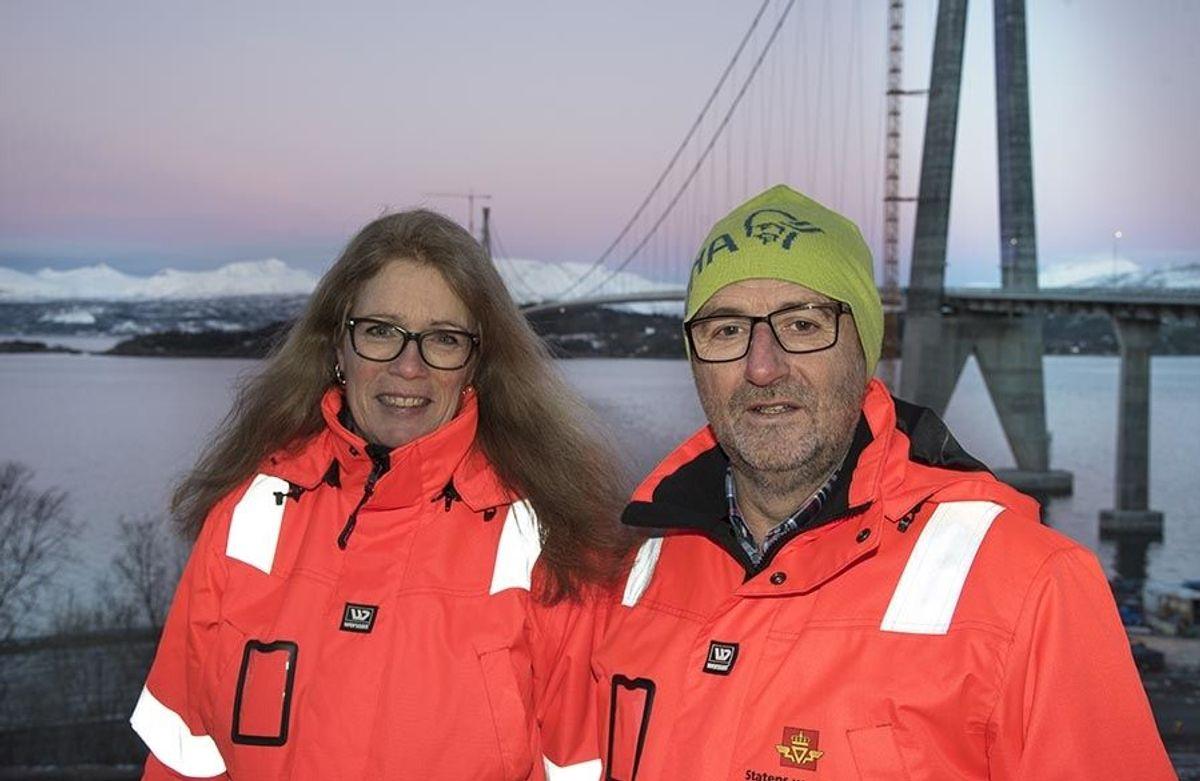 Delprosjektleder for brua, Dagrunn Kaasen, og prosjektleder Hans Jack Arntzen i Statens vegvesen er lettet over at Hålogalandsbrua endelig er åpnet.