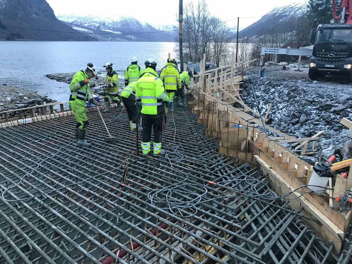 Etter 13 timar kontinuerleg støyping kunne Implenia avslutte arbeidet. Foto: Statens vegvesen