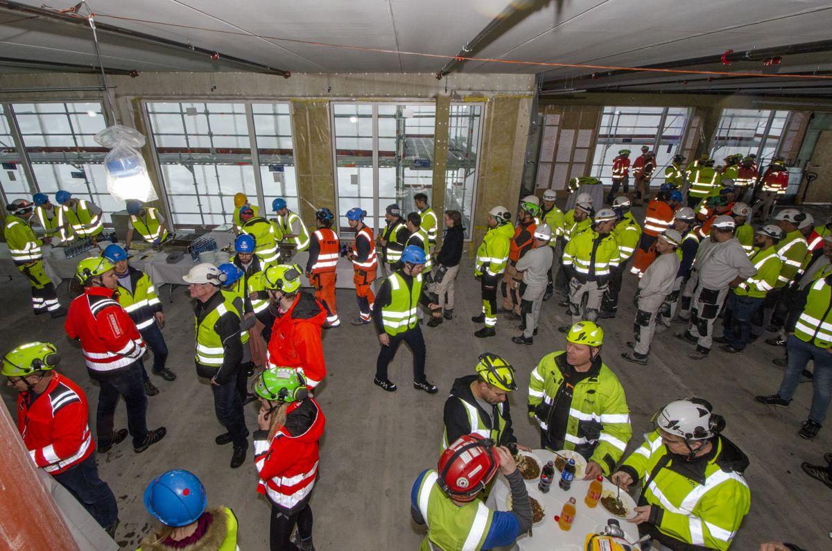 Omtrent 200 arbeidere deltok på onsdagens kranselag på Domus Juridica.