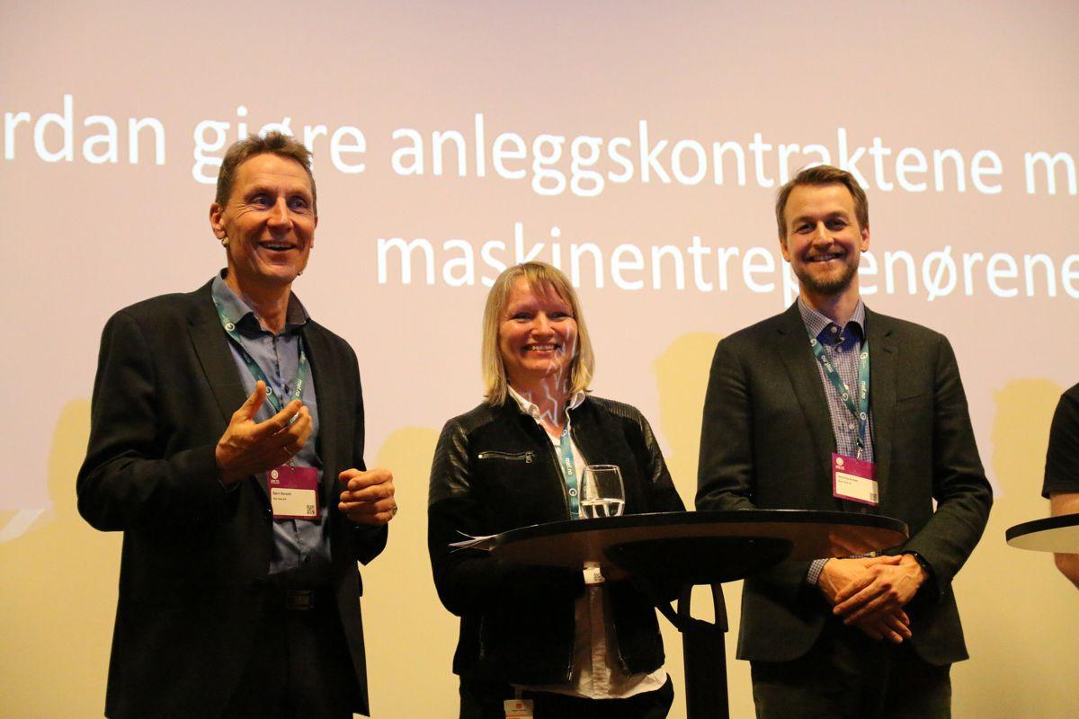 <p>Bjørn Børseth i Nye Veier, Bettina Sandvin i Vegdirektoratet og Henning Scheel i Bane NOR deltok på paneldebatt under Arctic Entrepreneur.</p>