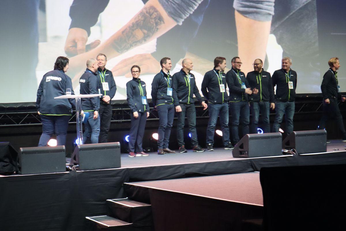 Ledergruppen i Maxbo ble presentert på scenen under Arena 2019. Foto: Svanhild Blakstad