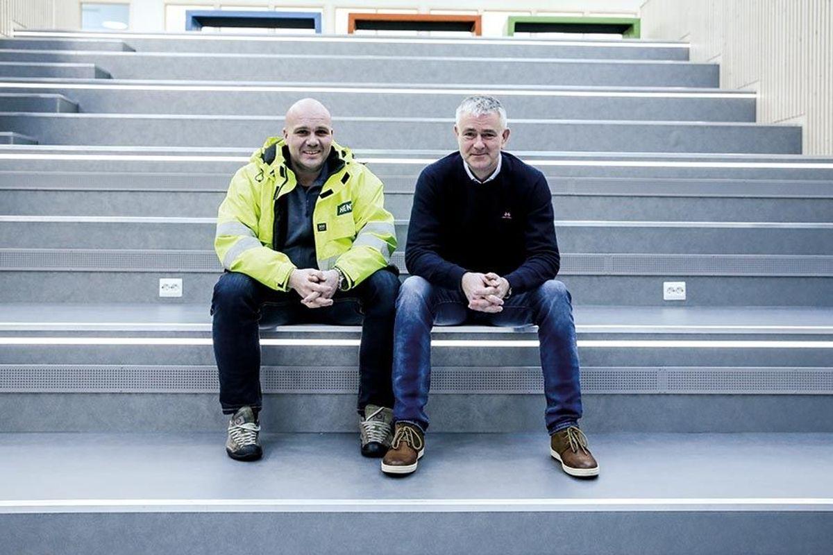 SENTRALE: Anleggsleder hos hovedentreprenør HENT Ålesund Frode Rougnø (t.v.) og rektor Rune Heggdal har samarbeidet godt.
