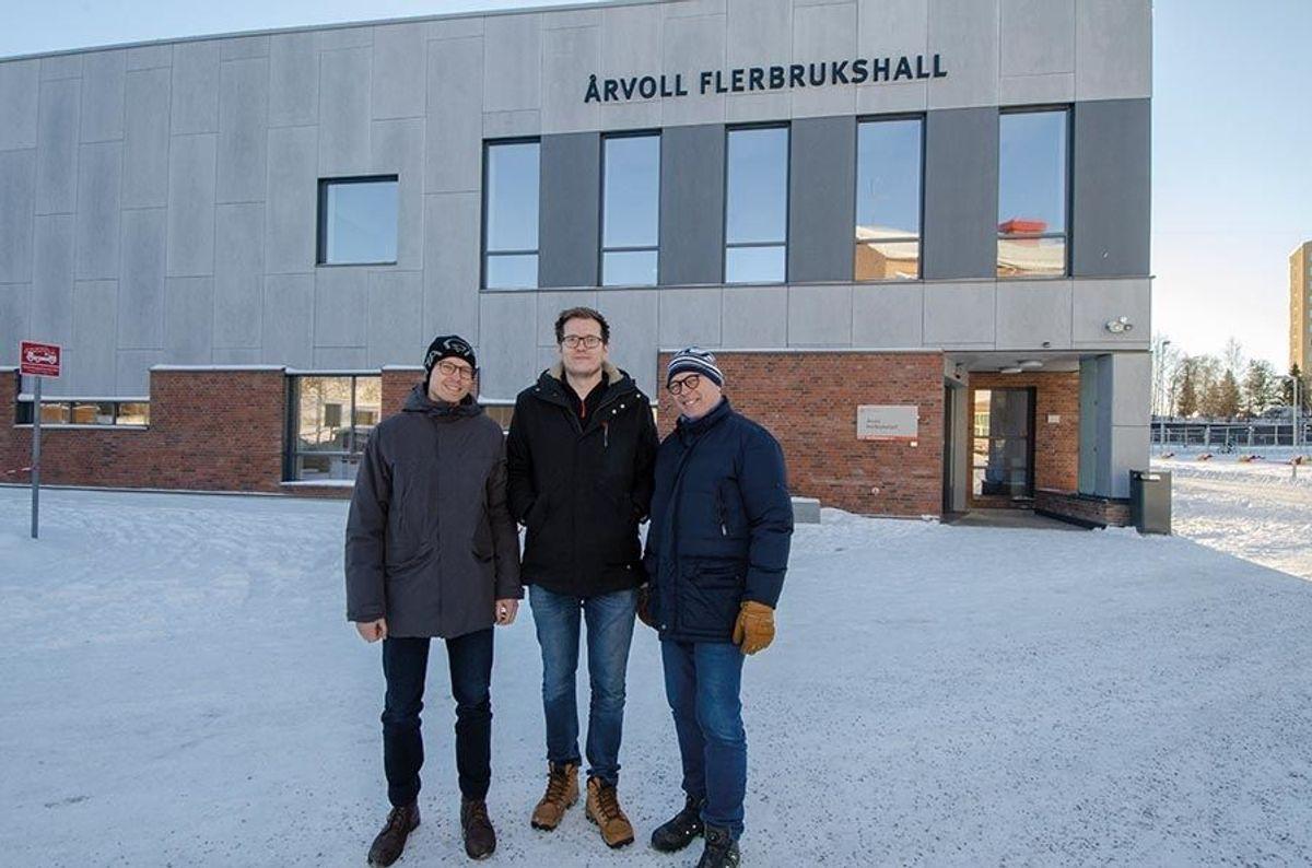 Arbeidsleder Magnus Christoffer Fjeld Skar (fra venstre), prosjektleder Ivan Skjåvik og anleggsleder Ole Jørgen Fjeld fra HENT.
