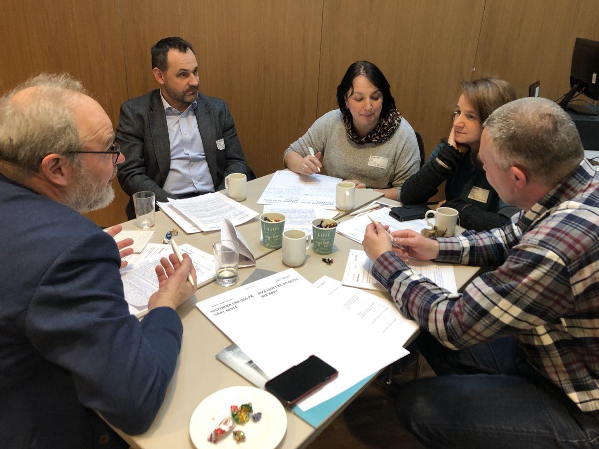 Seminaret ble avsluttet med en workshop, der deltakerne fikk bryne seg på ulike oppgaver. Foto: Lene Eikefjord