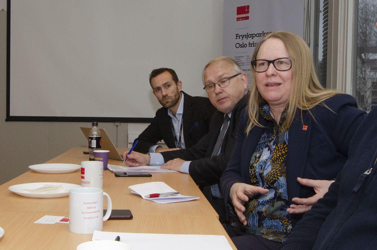 Direktør for digitalisering i Veidekke Eiendom, Mikkel Nielsen (fra venstre) konstituert administrerende direktør i Innovasjon Norge, Hans Martin Vikdal og Hege Dammerud, leder for Veidekkeskolen.