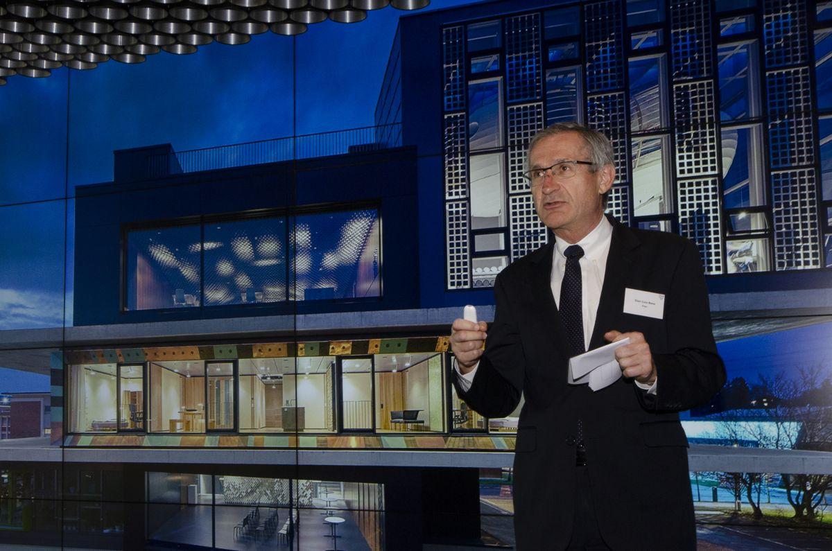Administrerende direktør Gian-Luca Bona ved De sveitsiske føderale laboratorier for materialvitenskap og teknologi (EMPA) åpnet DFAB House i februar.