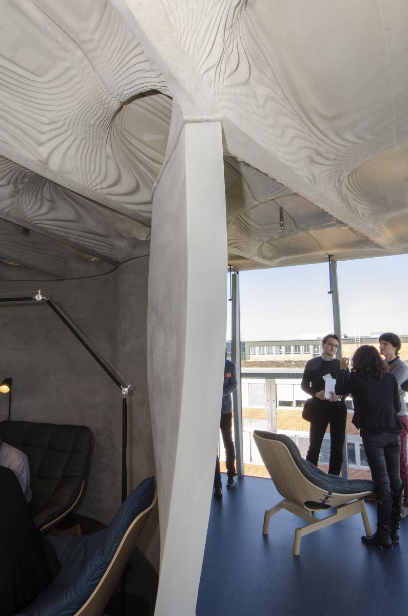 En av nyvinningene i DFAB House er denne veggen, konstruert ved hjelp av en teknikk kalt mesh mold, og reist av roboten In situ Fabricator.