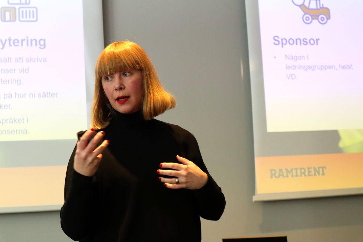 HR-direktør Ulrika Dunker snakket blant annet om hvordan Ramirent skal rekruttere flere kvinner i sitt innlegg. Foto: Svanhild Blakstad