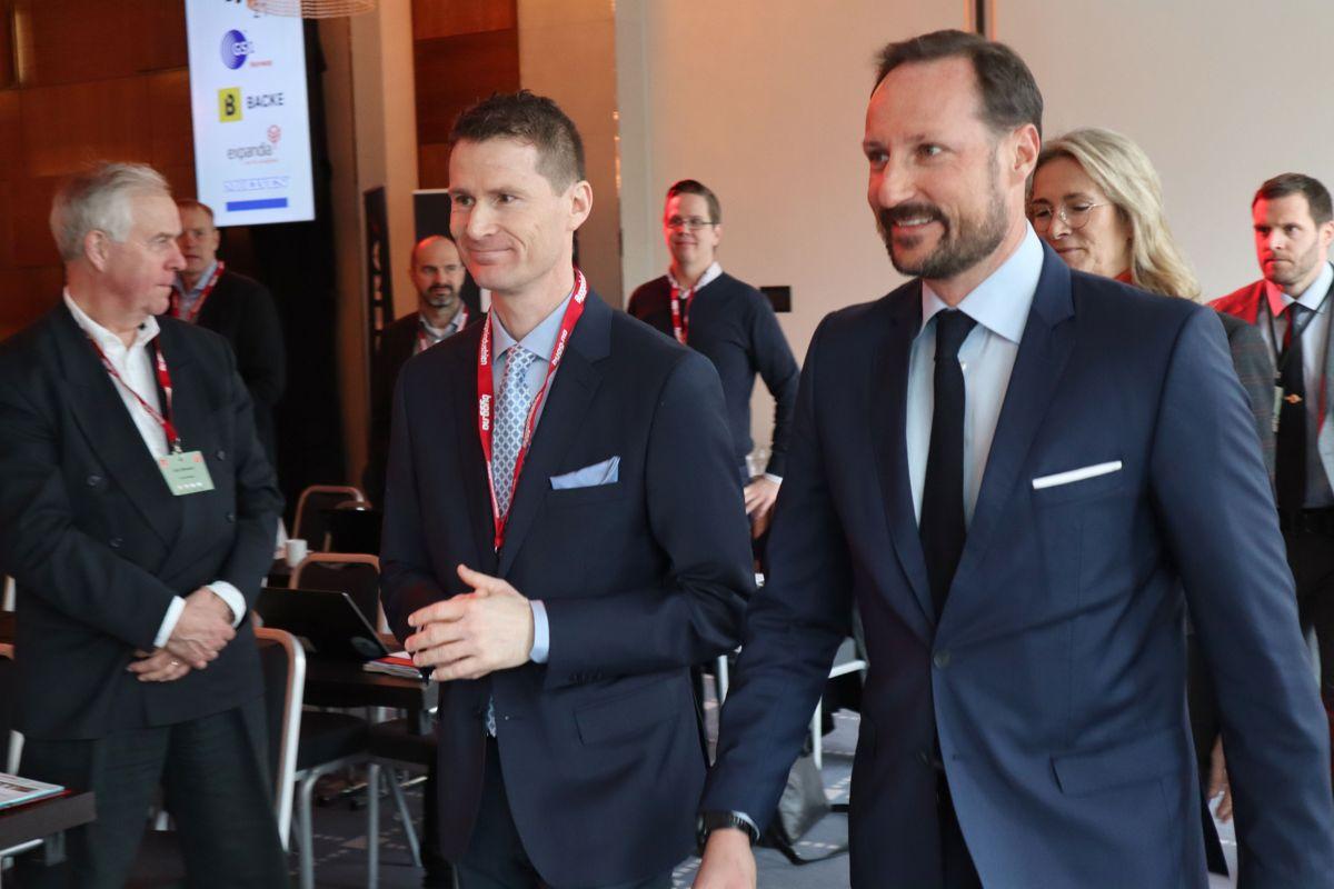 Sjefredaktør Arve Brekkhus tok imot kronprins Haakon Magnus til Byggedagene 2019. Foto: Svanhild Blakstad