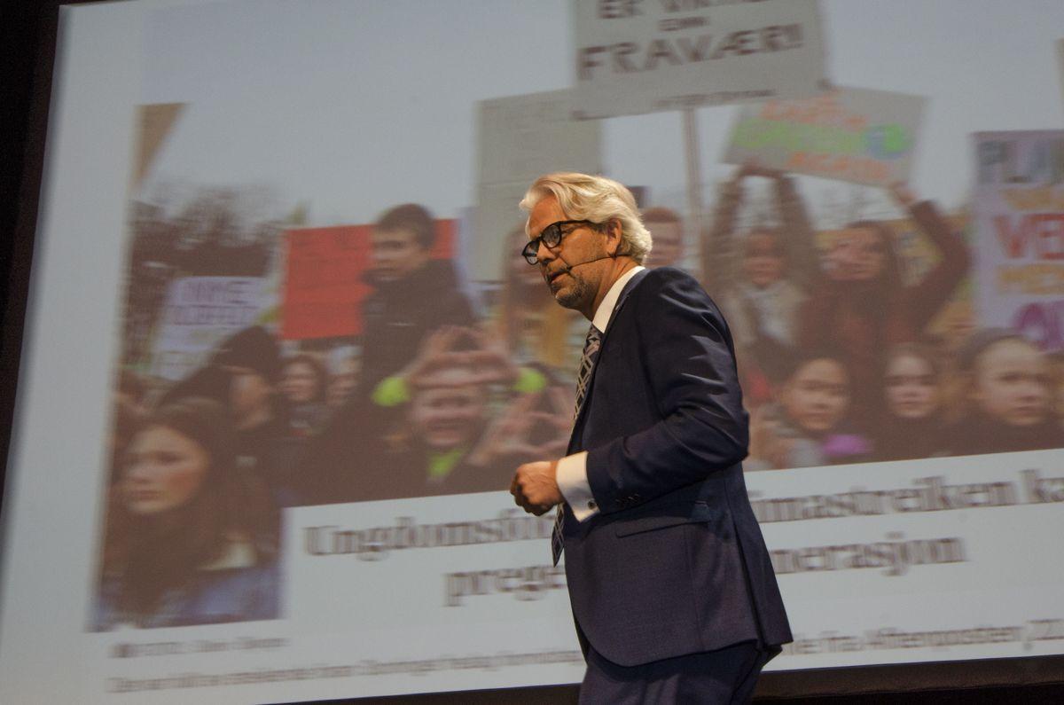 BNL-direktør Jon Sandnes trakk frem ungdommens klimastreik under Byggedagene-åpningen. - Det er vi som skal ha løsningen her, tordnet han. Foto: Sindre Sverdrup Strand