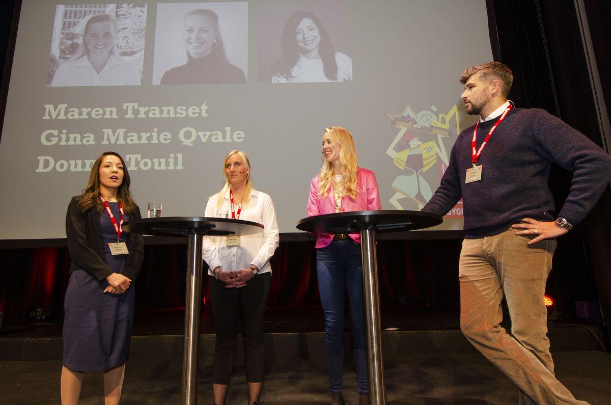 Dounia Touil (fra venstre), Maren Transet, Gina Marie Qvale og møteleder Leo Ajkic drøftet fremtiden. Foto: Sindre Sverdrup Strand