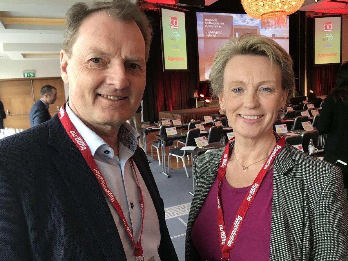 Asplan Viaks nye administrerende direktør Elisabeth Heggelund Tørstad og Øyvind Mork på Byggedagene. 2019. Foto: Svanhild Blakstad