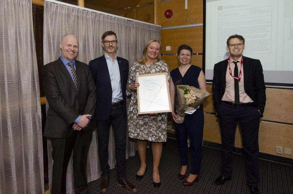 Maskinparken TRE var et av tre nominerte prosjekt til Årets Trebyggeri 2018, og endte også med å vinne prisen. Ørjan Vårdal i Veidekke (fra venstre), Sigbjørn Faanes i Veidekke, Solveig Djønne Haugli i Veidekke, Katrine Falch Aune i HUS Arkitekter og Odd Grøte i WSP Engineering.