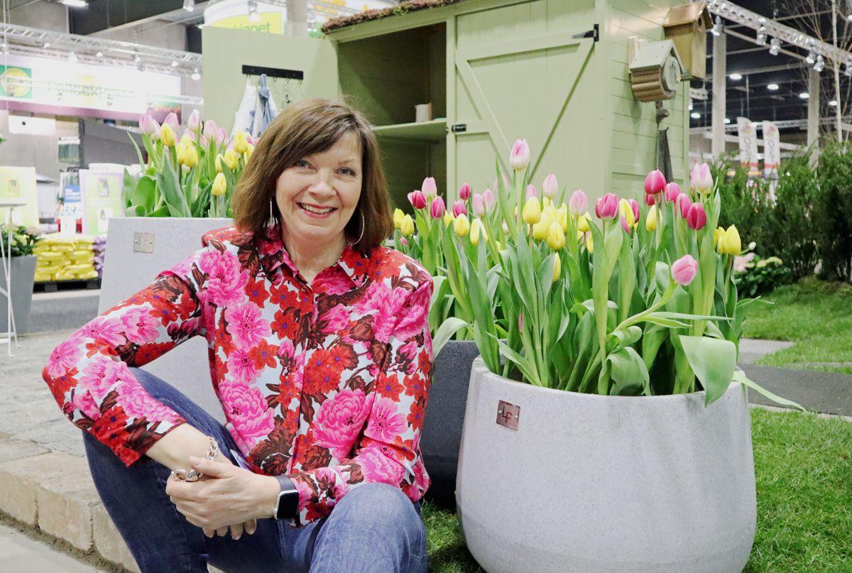 <p>Prosjektleder Marit Sagen ønsker velkommen til årets Hagemesse på Lillestrøm. Foto: Svanhild Blakstad</p>