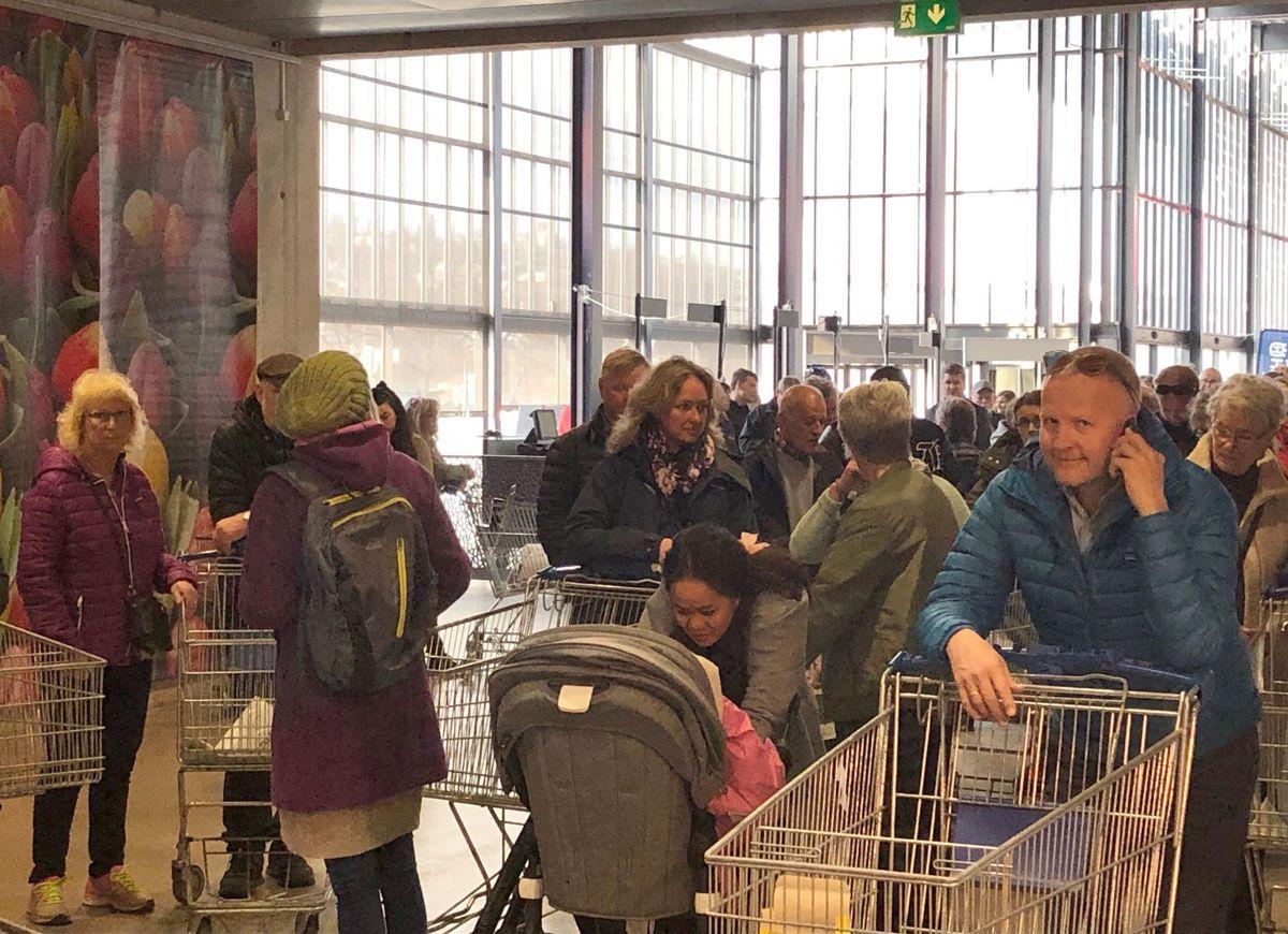 Publikum strømmet på da Hagemessen åpnet fredag kl 10. Foto: Anna Karin Karlsson